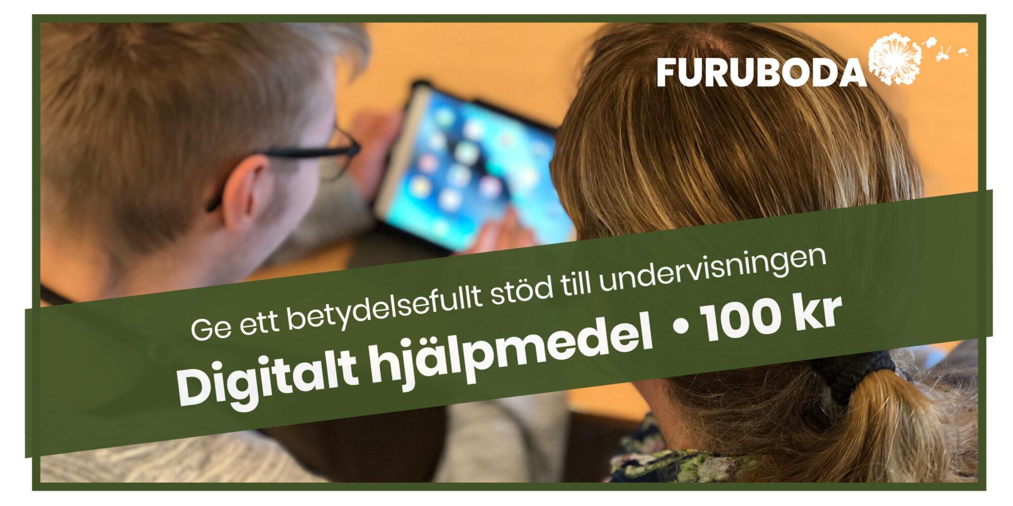 """Två personer arbetar med en läsplatta. På bilden ett grönt band med texten """"Ge ett betydelsefullt stöd till undervisningen. Digitalt hjälpmedel 100 kr"""""""